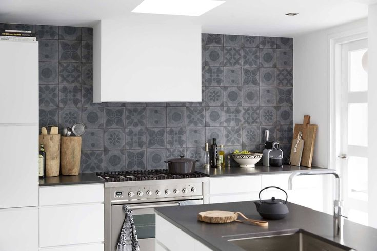 Tegels Achterwand Keuken : Tegel Keuken op Pinterest – Witte Tegels, Bruin Graniet en Keukens