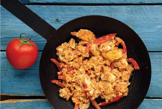 Στραπατσάδα µε ντοµάτα και λαχανικά-featured_image