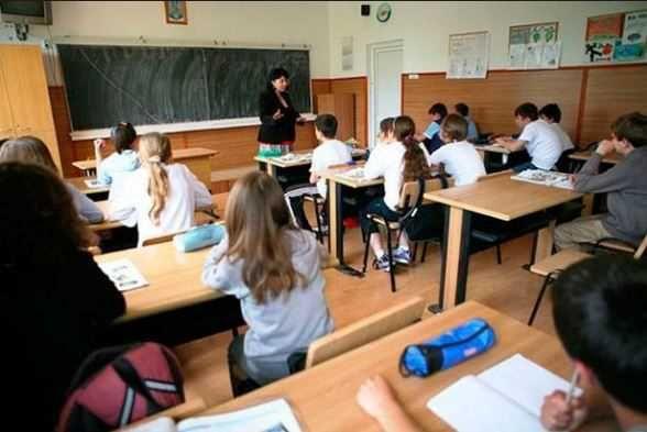 Ministrul Educatiei Nationale Pavel Năstase a aprobat prin ordin noile programe scolare pentru ciclul gimnazial.  Care sunt elemente de noutate ale acestor programelor scolare