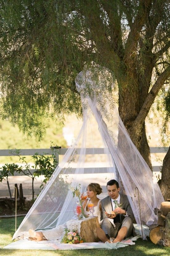 picnic style reception | bride and groom | sweetheart canopy | outdoor reception | #weddingchicks