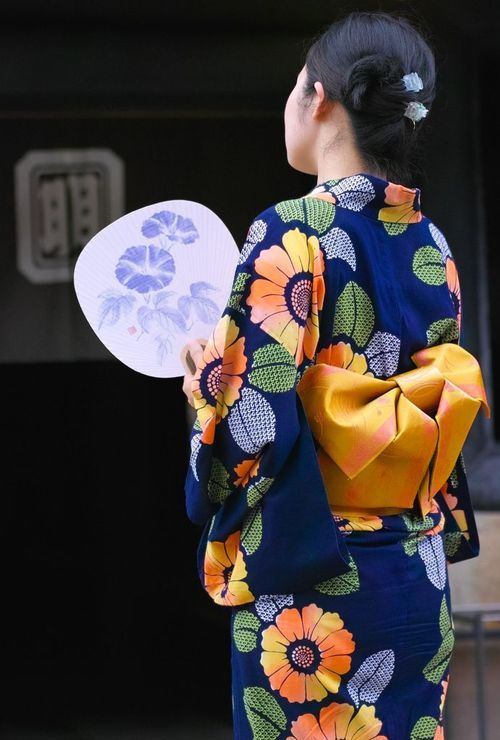 Japanese summer kimono, Yukata. I will own one and I will wear it! First I must learn how to put it on!