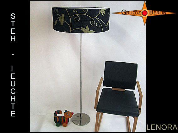 Unsere LENORA als Stehleuchte im h 155 cm Format mit Leinenstoff.  Einmal mehr: Ein wunderbarer Stoff mit eleganter Wirkung aus schwarzem Leinen und goldfarbenem Blütendruck.
