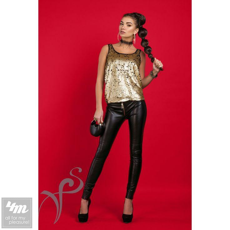 Брюки VisionFS «Бэкки» (Черный) http://lnk.al/3FlG  Это дерзкие, ультрамодные брюки современных девушек, покорительниц мужских сердец. Ведь узкие брюки, да еще и кожаные всегда придают сексуальности Вашему образу. Эко – кожа имеет лоск, чем и обеспечивает большую стройность Ваших ног, а крупные металлические молнии вдоль штанин визуально удлиняют их. Брюки приятные к телу, так как на основе бархата. Что бы удобнее одеть брюки – расстегните молнии до конца.