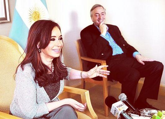De esta manera, el Gobierno de Néstor Kirchner primero, y de la Presidenta después continúan afrontando una deuda que no contrajeron, pero que otrora condicionó las posibilidades de crecimiento económico del país y hoy, a la inversa, permitirá potenciar inversiones de carácter estratégico que garanticen la continuidad del proceso de reindustrialización iniciado en 2003 -- http://www.cfkargentina.com/otro-hito-en-la-regularizacion-de-la-deuda-argentina-acuerdo-con-el-club-de-paris