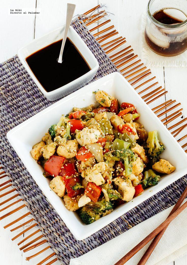 Teppanyaki de pollo y verduras con salsa Punzo.