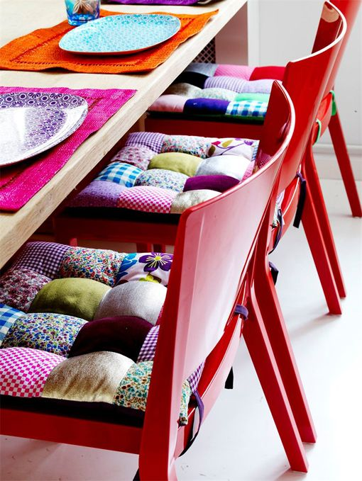 Cute seat cushions - great use for fabric scraps: Ideas, Kitchens Chairs, Seat Cushions, Chairs Cushions, Fabrics Scrap, Patchwork Chairs, Patchwork Cushion, Seats Cushions, Chairs Pads