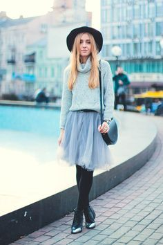 I Love @cityfashionfood's sweet and colleague girl like outfits looks, so cute and simple.