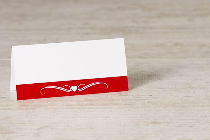 Wit tafelkaartje met rode band, hartje en krul | Tadaaz