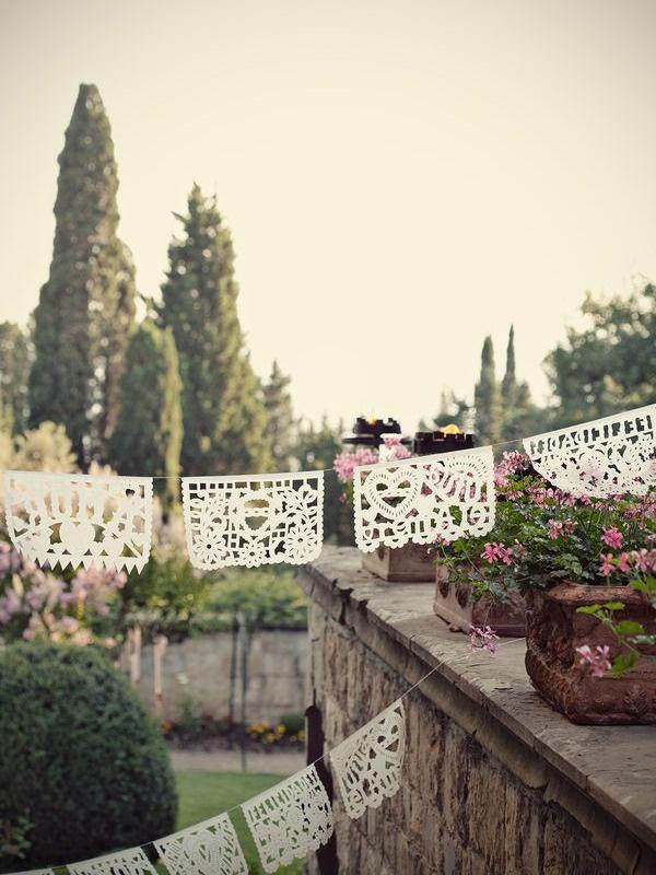 Ghirlande di carta #decorazioni #matrimonio @Style Me Pretty @RossanaWeddings/ mexican wedding banners