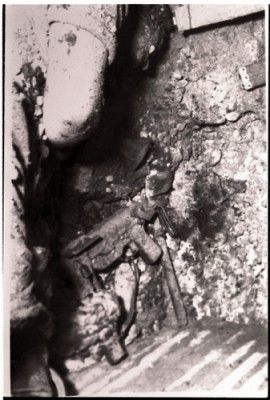 Το κρησφύγετο του Κυριάκου Μάτση μετά την θυσία του. Το κρησφύγετο είναι στο Δίκωμο στην οικία Διάκου.