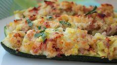 Zucchine ripiene con mollica di pane raffermo ricetta senza uova. Barchette di zucchine che accolgono ripieni semplici e gustosi. Secondo piatto economico