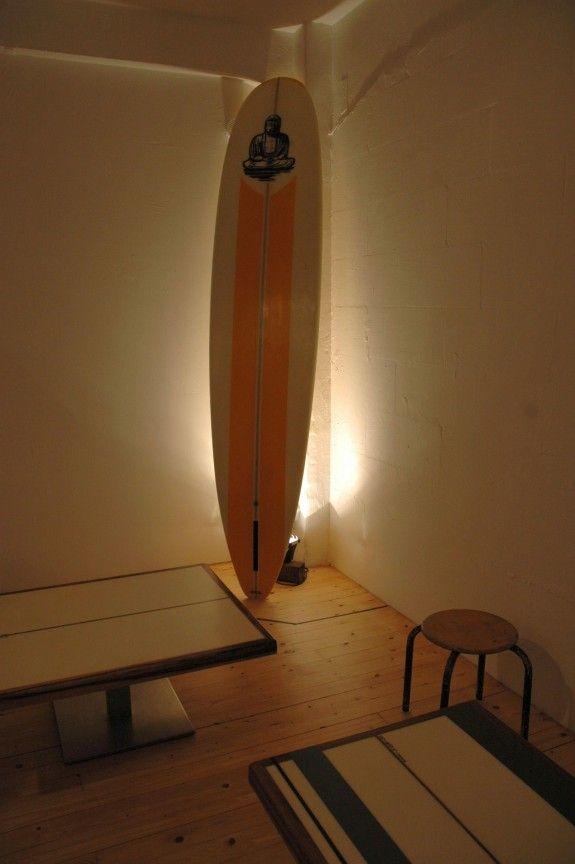 """Tische wie Surfbretter gemacht von """"Neu Noy"""". #home #homestory #passagen #koeln #design #interior #furniture #fair"""