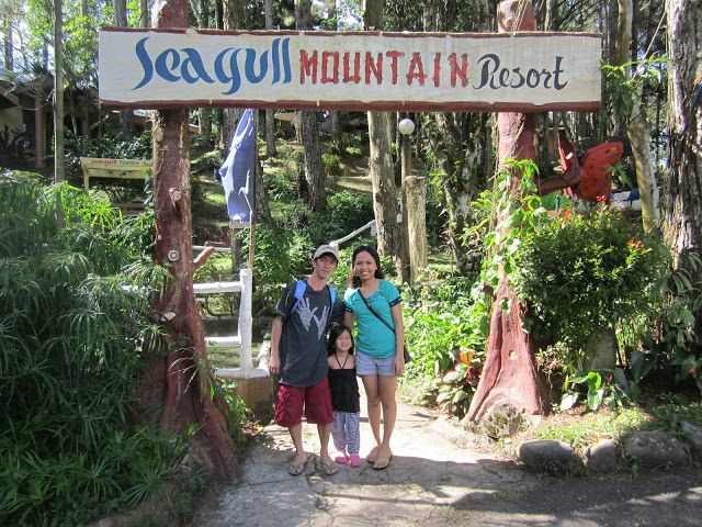 While aimlessly scanning my photo album from my computer earlier, I quickly remembered that I failed to blog our getaway at Seagull Mountain...