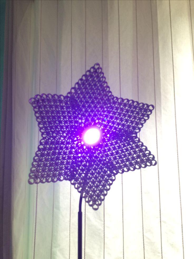 Mijn zelf gemaakte bloemen lamp van bliklipjes afgekeken van deze site ☺️