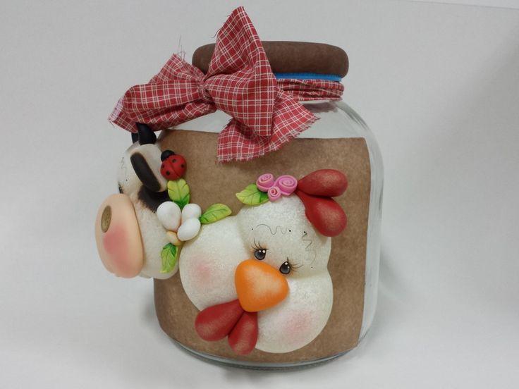 Pote de vidro com capacidade de 2,3L decorado com biscuit country.  Ideal para guardar biscoitos, balas, e decorar a cozinha.  Frete por conta do comprador.