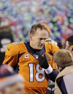 Peyton Manning walks off the field after his second Super Bowl loss. (AP)