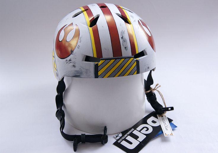 Bike helmet inspired by Luke Skywalker's X-Wing helmet