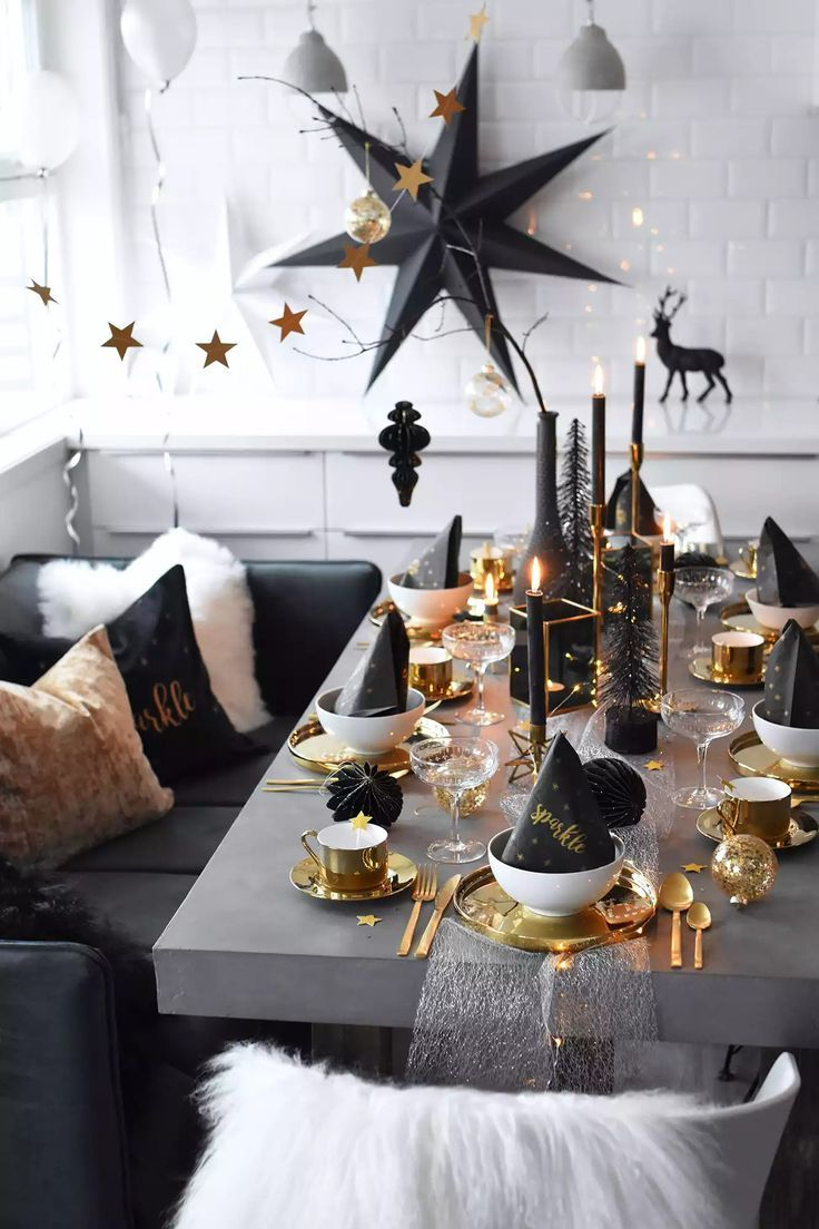 Modern Black White And Gold Holiday Dining Tablescape Blackandwhitedecor Goldaccents Rozhdestvenskaya Servirovka Stola Rozhdestvenskij Stol Rozhdestvenskie Doma