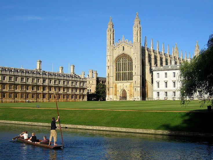 Clare College (esquerda) e capela do King's College (centro), da Universidade de Cambridge (Foto: Wikimedia Commons)