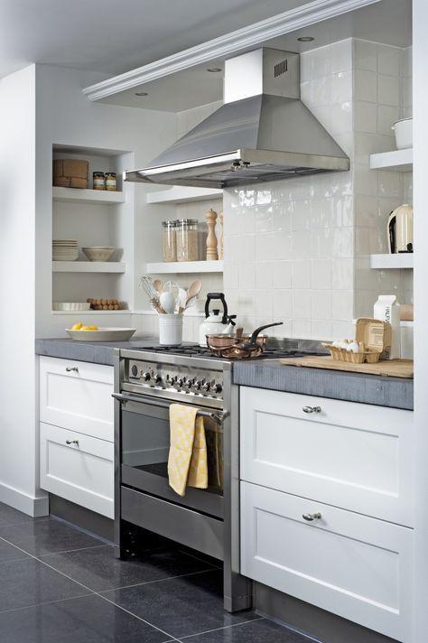 Geniet van de mooie momenten in het leven in de schitterende nieuwe ariadne at Home keuken. Deze keuken, gemaakt door Keukenmaxx, combineert het robuuste van landelijk met de vrijheid van vele open details.