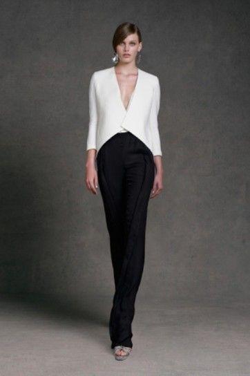 Giacca bianca e pantalone nero di Donna Karan - Completo da cerimonia con pantalone nero e top bianco