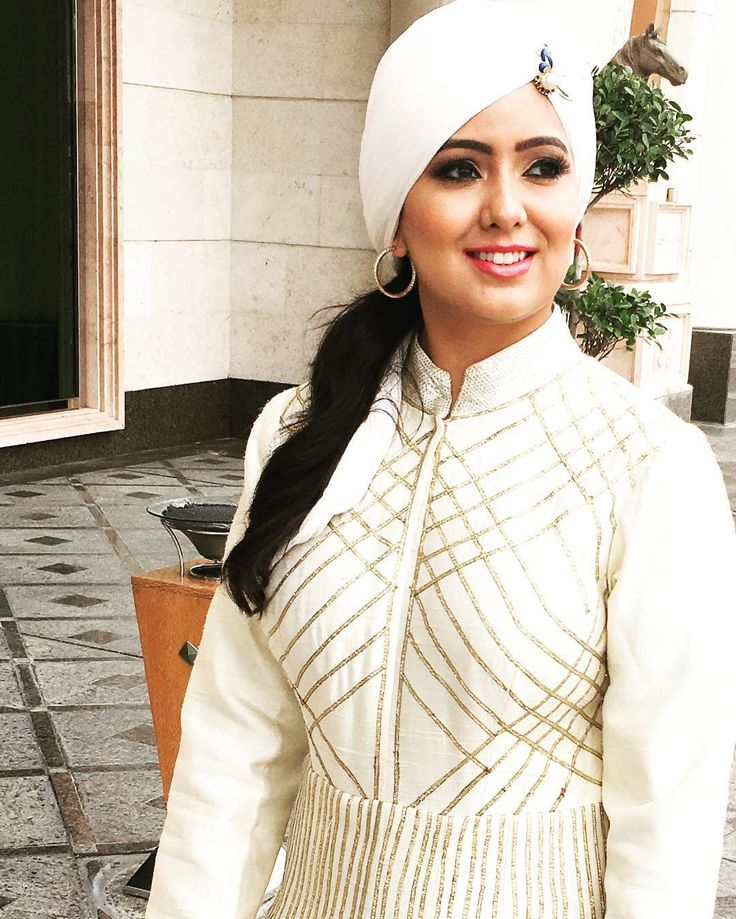 """Aadaab Dubai! Here for the Launch of my new Radio Show """"Roohani with Harshdeep Kaur"""" on  @106.2bigfm! My first time as a Music J"""