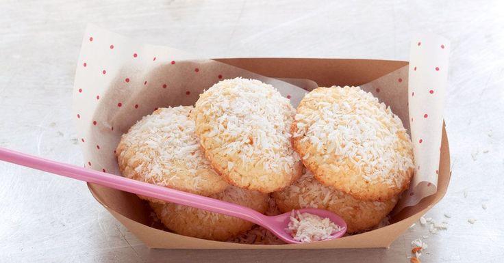 Exotischer Kuchenersatz für den Nachmittag: leckere Kokosplätzchen, die rasch zusammengerührt sind und wunderbar saftig schmecken.