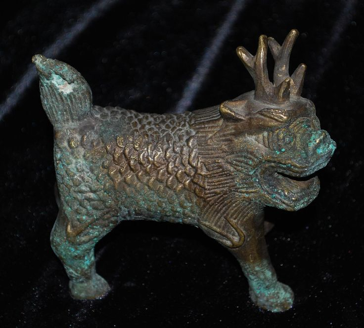 Foo dog with antlers and scales