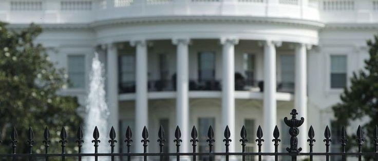 O diretor de comunicação da Casa Branca, Michael Dubke, renunciou ao posto, segundo a imprensa americana. O assessor teria apresentado sua carta de demissão no último dia 18, mas ofereceu permanecer no cargo até o fim da viagem ao exterior do presidente Donald Trump. O estrategista republicano...