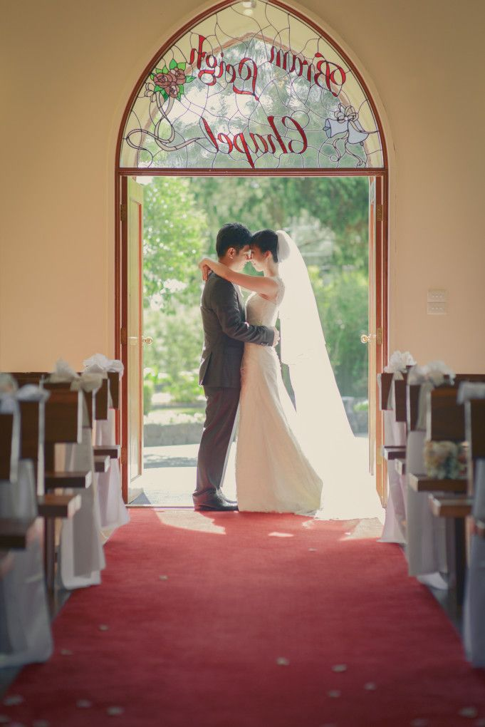 Bride and groom embrace in doorway of Bram Leigh Chapel by Kelvin Cheong Photography | Two Bright Lights :: Blog