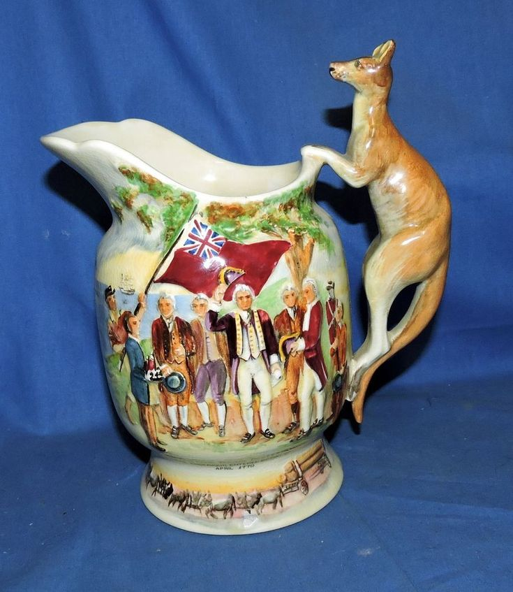 Crown Devon Fielding's  'Advance Australia Fair' Porcelain Musical Jug in working condition..With Kangaroo Handle