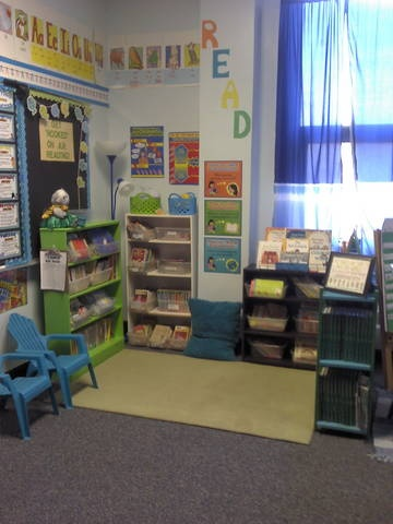 ~Diving Into 2nd Grade~: Classroom library