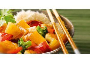Кисло-сладкий соус для курицы по-азиатски   Кисло-сладкий соус для курицы превратит обычную куриную грудку в необычное блюдо!  Азиатское блюдо с фантастическим вкусом! Безумное, но такое вкусное сочетание соевого соуса, абрикосов и меда! То ли еще будет? - а еще кетчуп, а еще имбирь, а еще овощи и рис...