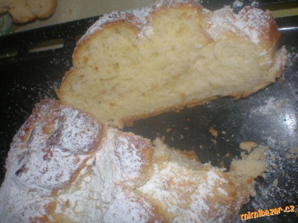 Ze všech surovin zaděláme těsto (do pekárny v daném pořadí) a mouku smícháme s brambory.<br>Poté dám...