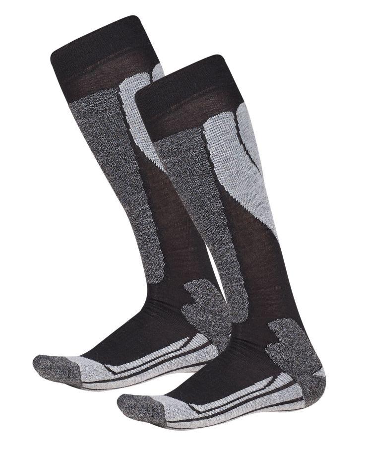 Wool Ski Sock Tekinen hiihtosukka lämmittävästä villasta.  • Vahvistetut osat tuovat lisämukavuutta. • Vahvennettu kantaosa • Erityisen litteät saumat varvasosassa hiertymien välttämiseksi • Ilmanvaihtokanavat alapuolella  • Vahvistettu varvasosa  Koko: 35-38, 39-42, 43-46 Materiaali: 42% merinovilla, 20% polypropyleeni, 17% puuvilla, 10% polyesteri, 8% polyamidi, 3% elastaani #Ullmax #Merinovilla