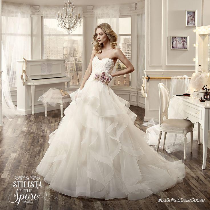 Episodio 1 - L'abito indossato da Roberta. Wedding Nicole dress with flower 2016 collection. http://www.nicolespose.it/it/abito-da-sposa-Nicole--NIAB16088-2016  #Nicole #collection #nicolespose #alessandrarinaudo #wedding #flower #flowers #abitidasposa #bianco #white #weddingdress #sposa #bride #brides #bridal #LaStilistaDelleSpose #realtime