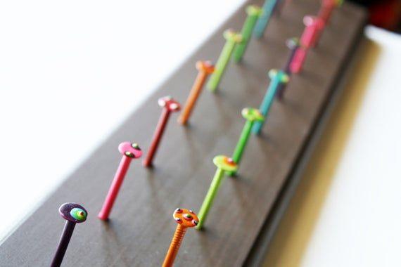 Ähnliche Artikel wie Handgefertigte Ohrringe Rack Schmuck Halter Painted Nagel …
