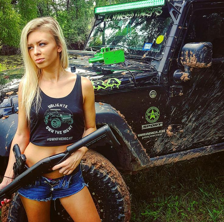 blonde-sexy-girl-in-jeep-indina