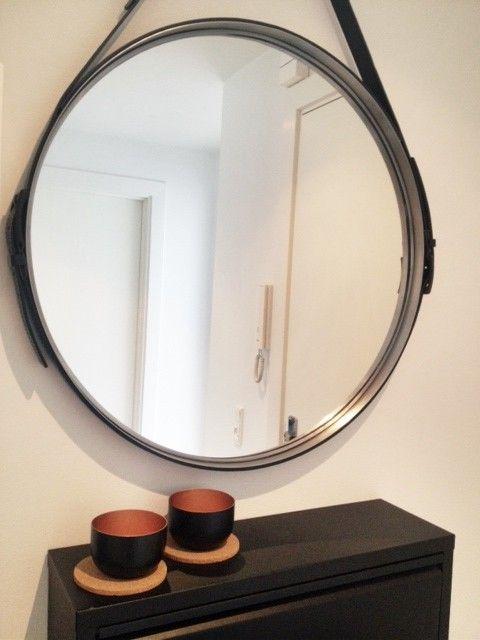 En fin løsning på luxsus udgaven af dette lækre spejl. Er et spejl fra Ikea + 3 lædereemme og noget lim