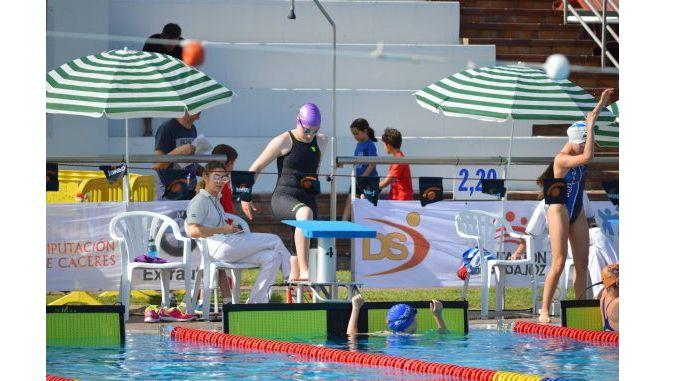 Los tres nadadores del Club Natación Plasencia, Alberto Bravo, Paula Delgado y Laura Cáceres han obtenido plaza en el Centro de Tecnificación de Cáceres (CNTD) gracias a sus resultados deportivos.