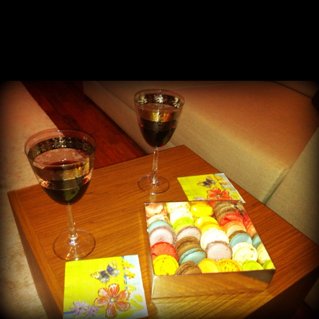 Swiss Gourmet macarons with Portugal wine