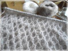 Depuis que j'ai posté sur mon blog, Les photos du Snood nid d'abeille Plusieurs tricoteuses m'ont demandé les explications de ce poi...