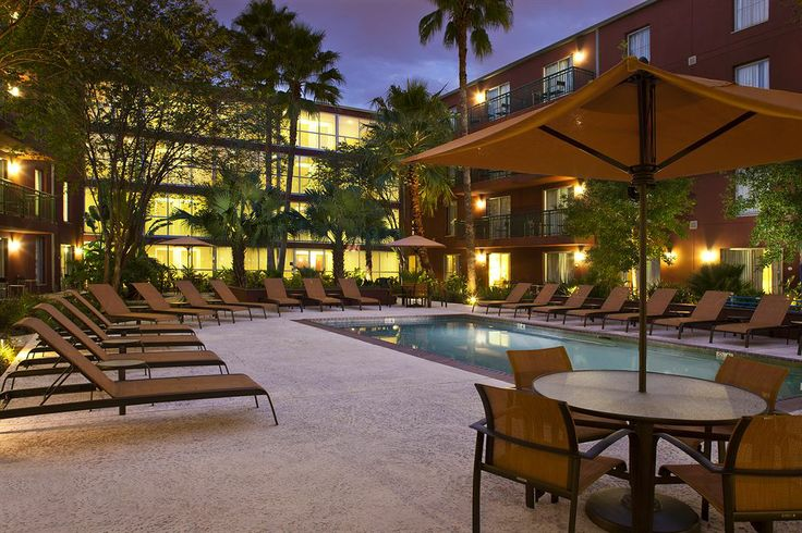 Courtyard by Marriott New Orleans Downtown/Convention Center - Hotels.com - Hotel rooms with reviews. Discounts and Deals on 85,000 hotels w...