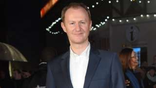 Mark Gatiss: Tickets prices make West End an 'exclusive club' - BBC News