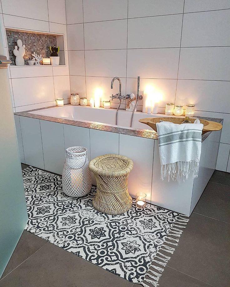 HOME SPA – Relaxen im eigenen Bad! In einem behaglichen Wohlfühlbadezimmer lässt es sich wunderbar entspannen und neue Energie tanken. Stylische Möbel in zarten Farben, edle Armaturen und einzigartige Deko-Accessoires sorgen für ein Ambiente wie im Fünf-Sterne-Spa. Mit diesen Interior Pieces veredelst Du Deine neuen Lieblingsort im Handumdrehen. // Badezimmer Badewanne Ideen Deko Spa #Badezimmer #Badewanne #Badezimmerideen #HomeSpa #Spa@newgirlnessi