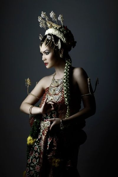 Javanese Bride Queen by honeybeez on DeviantArt