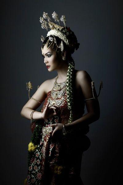 Javanese Bride Queen by honeybeez on DeviantArt