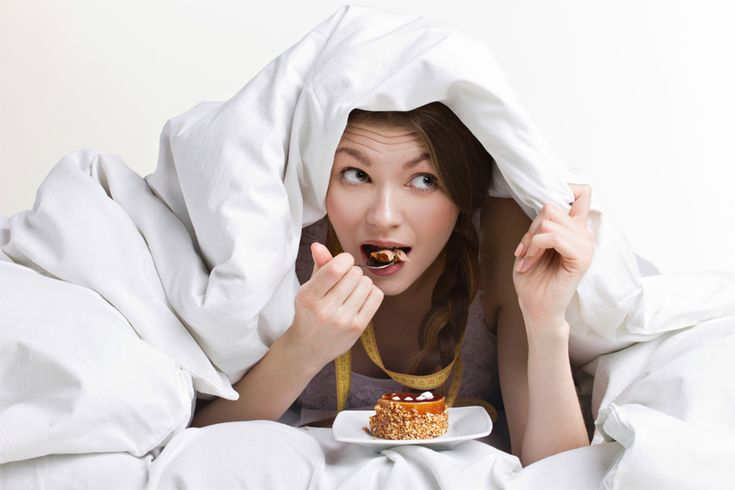 What are the Risks of Eating Before Bed?
