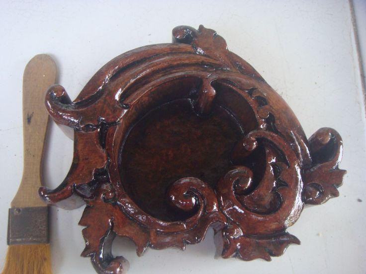 Asbak kayu Ukir #01 Spesifikasi : Bahan : Kayu jati Kondisi : masih baru djual : hub. 081 324 153 351