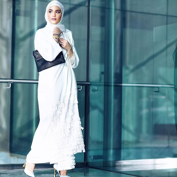 IG: @dalalid in @hessafalasi Abaya || Modern Abaya Fashion || IG: Beautiifulinblack